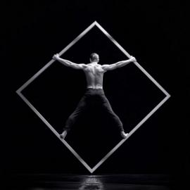 Armani -Balance